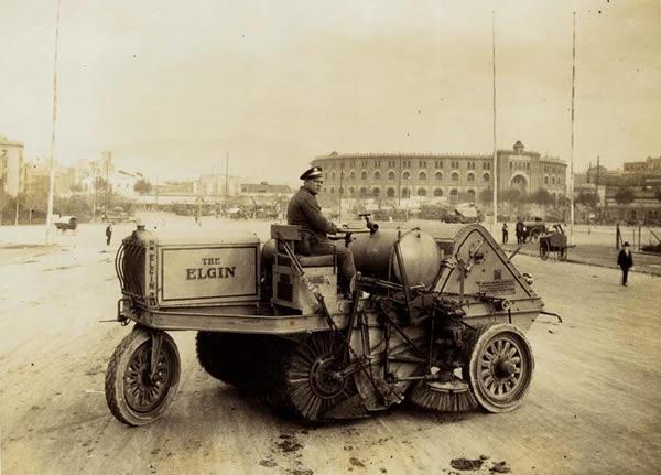 1928 - Vehicle de neteja - Plaça Espanya - Barcelona