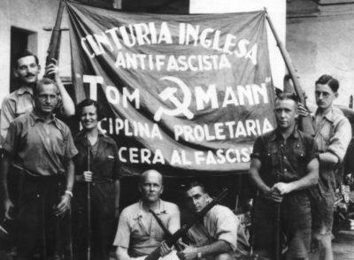 Centuria Inglesa Tom Mann, d'esquerra a dreta: Sid Avner, Nat Cohen (el líder del grup i parella de Ramona), Ramona Siles García, Tom Wintringham (de blanc, ajupit al frente), Georgio Tioli (italià) al seu costat, Jack Barry (Australia 'Blue') i David Marshall a Barcelona, 1936